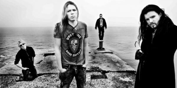 Pour célébrer leur passage au Wacken Open Air de cette année, Apocalyptica publie une petite vidéo avec quelques extraits de live, de dédicaces, d'interview… et tout ceci sur le fond...