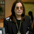Ozzy Osbourne fait sa petite pub pour Samsung. Bon la pub est en anglaise mais, l&rsquo;avantage des pubs c&rsquo;est que tout le monde peut les comprendre