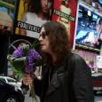 Un nouveau clip d'Ozzy Osbourne vient de voir le jour, il se nomme «How?» un clip tout mielleux, montrant Ozzy se promenant un bouquet de fleur à la main pour...