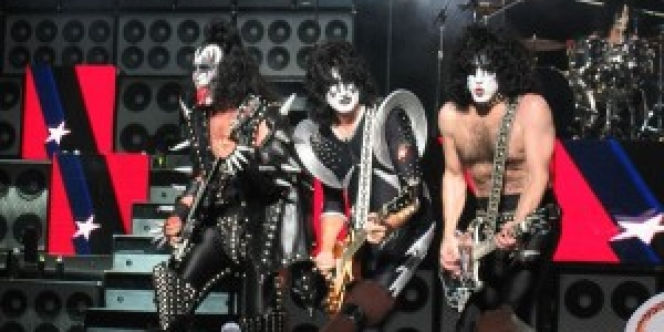 Chanson du jour Artiste: Kiss Titre: I was made for loving you Album: Killer