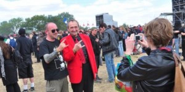 Le Hellfest a préparé un hommage qu'il rendra en l'honneur de Patrick Roy. Je vous rappelle que Patrick Roy était LE député défenseur du métal et du Hellfest. Afin de...