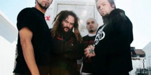 Sur le site de RoadRunner Records il nous est possible de trouver une vidéo live de Soulfly dans laquelle Greg Puciato (Chanteur de The Dillinger Escape Plan) intervient au coté...