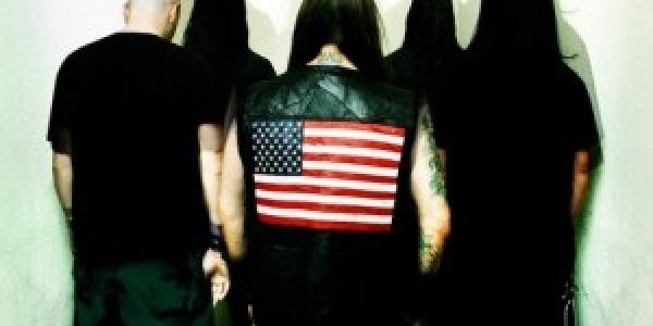 Le site Revolverman.com et DevilDriver nous offre la possibilité d'écouter gratuitement le titre «Bring The Fight (To The Floor)». Encore un titre de l'album «Beast» que nous pouvons écouter avant...