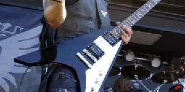 Lors d'un interview le 23 septembre 2010 sur «Radioactive Metal», le bassiste Orion (Tomasz Wroblewski) des groupes Behemoth, Vesania et Black Rivers'exprime au sujet de Adam Darski, qui comme vous...