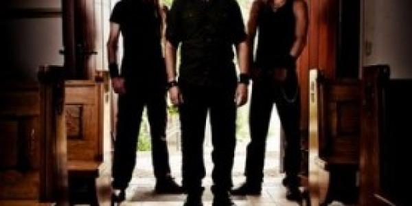 Mayan nous offre un extrait de «Quaterpast», leur premier album. Pour ceux qui ont déjà oublié, ce groupe est un nouveau projet du guitariste d'Epica Mark Jansen. Player de Blabbermouth...